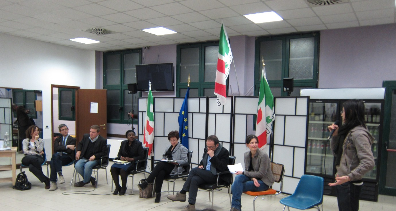 Sun Wen-Long speaks to members of Italys Democratic Party, including Cecile Kyenge, in Bologna on Feb. 16, 2012. (Photo by Suzanne Ma)